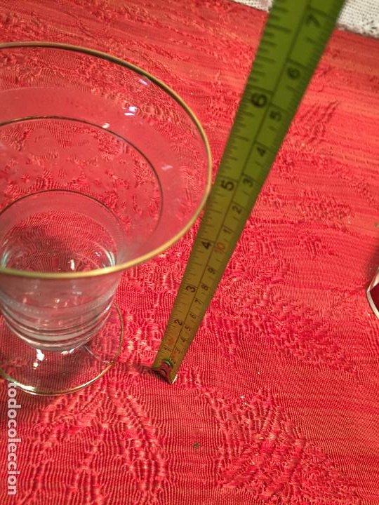 Antigüedades: Antiguo jarrón / florero de cristal soplado y tallado a mano años 40-50 - Foto 4 - 196126591
