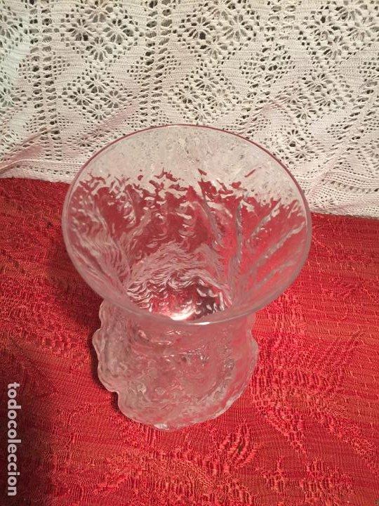 Antigüedades: Antiguo jarrón / florero de cristal soplado a mano de los años 60-70 - Foto 2 - 196127672