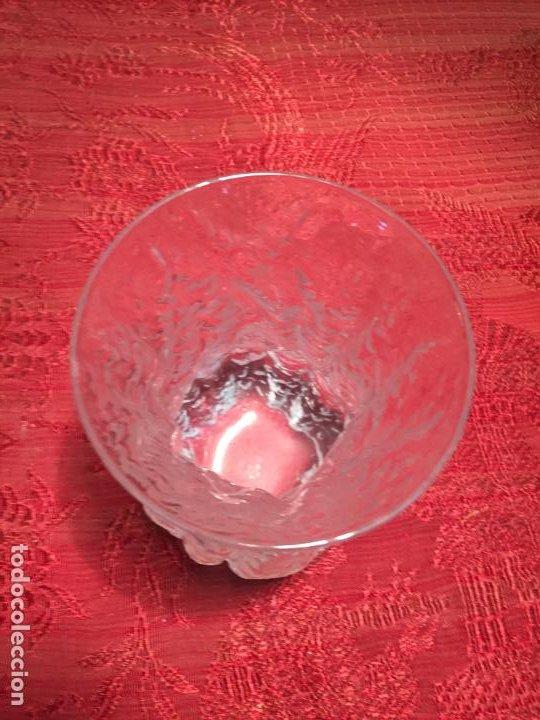 Antigüedades: Antiguo jarrón / florero de cristal soplado a mano de los años 60-70 - Foto 5 - 196127672