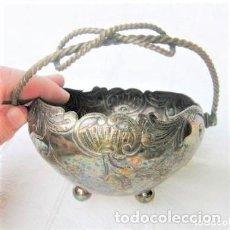 Antigüedades: CESTA DE ALPACA CON ASA MUY REPUJADA 11,5 CMS DE DIÁMETRO Y 180 GRS DE PESO. Lote 132064734