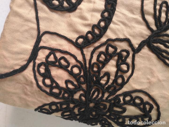 Antigüedades: raro bordado mecanico relieve cordon 126 x 135 x 140 ideal manton confecciones semana santa fallera - Foto 31 - 196110481