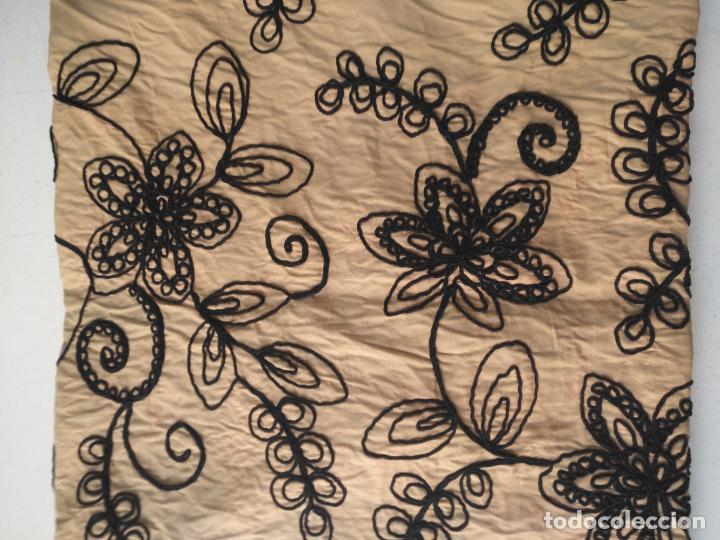 Antigüedades: raro bordado mecanico relieve cordon 126 x 135 x 140 ideal manton confecciones semana santa fallera - Foto 34 - 196110481