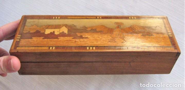 CAJA PLUMIER EN MARQUETERÍA NOBLE ARTESANAL, FORRADA CON FIELTRO, SANA, PERFECTA (Antigüedades - Hogar y Decoración - Cajas Antiguas)