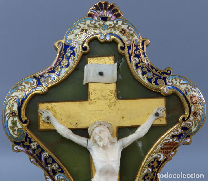 Antigüedades: Benditera de piedra onix con crucifijo en bronce y filos en esmalte cloisonne Francia siglo XIX - Foto 2 - 196189067