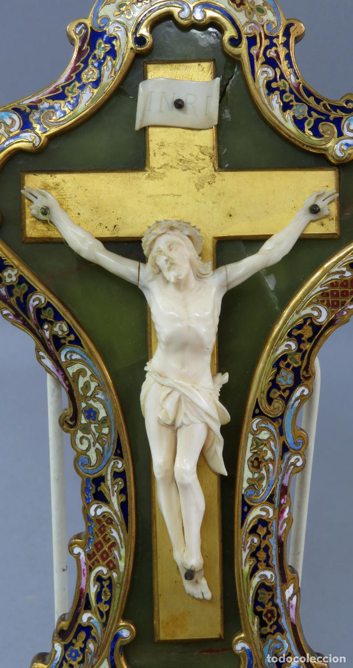 Antigüedades: Benditera de piedra onix con crucifijo en bronce y filos en esmalte cloisonne Francia siglo XIX - Foto 3 - 196189067