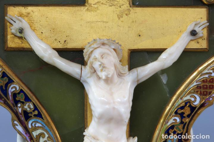 Antigüedades: Benditera de piedra onix con crucifijo en bronce y filos en esmalte cloisonne Francia siglo XIX - Foto 4 - 196189067