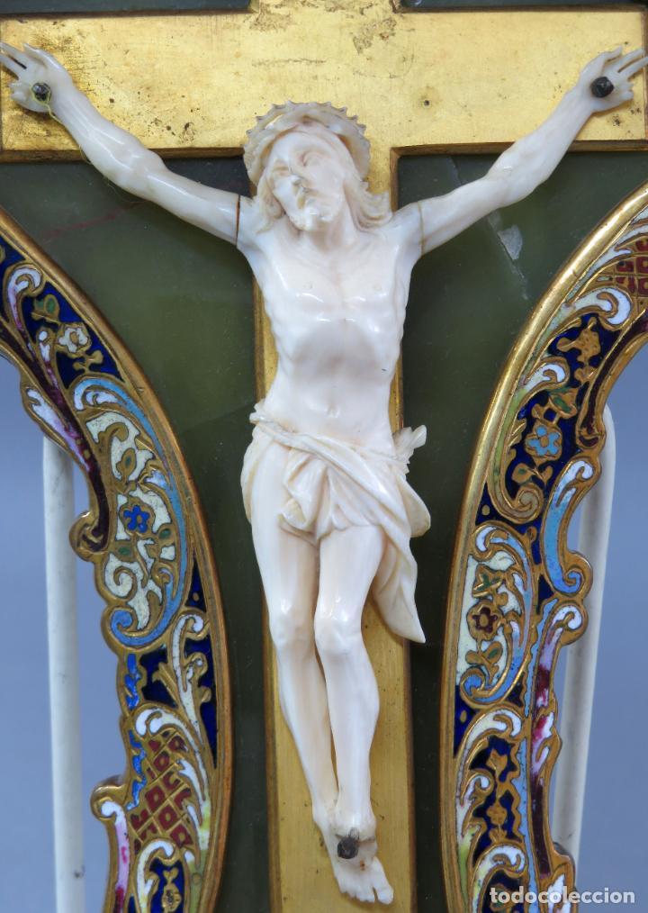 Antigüedades: Benditera de piedra onix con crucifijo en bronce y filos en esmalte cloisonne Francia siglo XIX - Foto 5 - 196189067