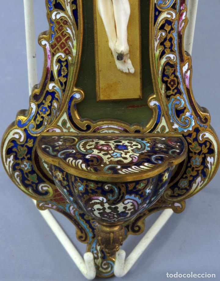 Antigüedades: Benditera de piedra onix con crucifijo en bronce y filos en esmalte cloisonne Francia siglo XIX - Foto 7 - 196189067