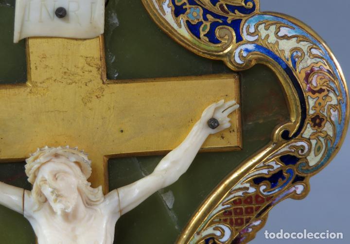 Antigüedades: Benditera de piedra onix con crucifijo en bronce y filos en esmalte cloisonne Francia siglo XIX - Foto 10 - 196189067