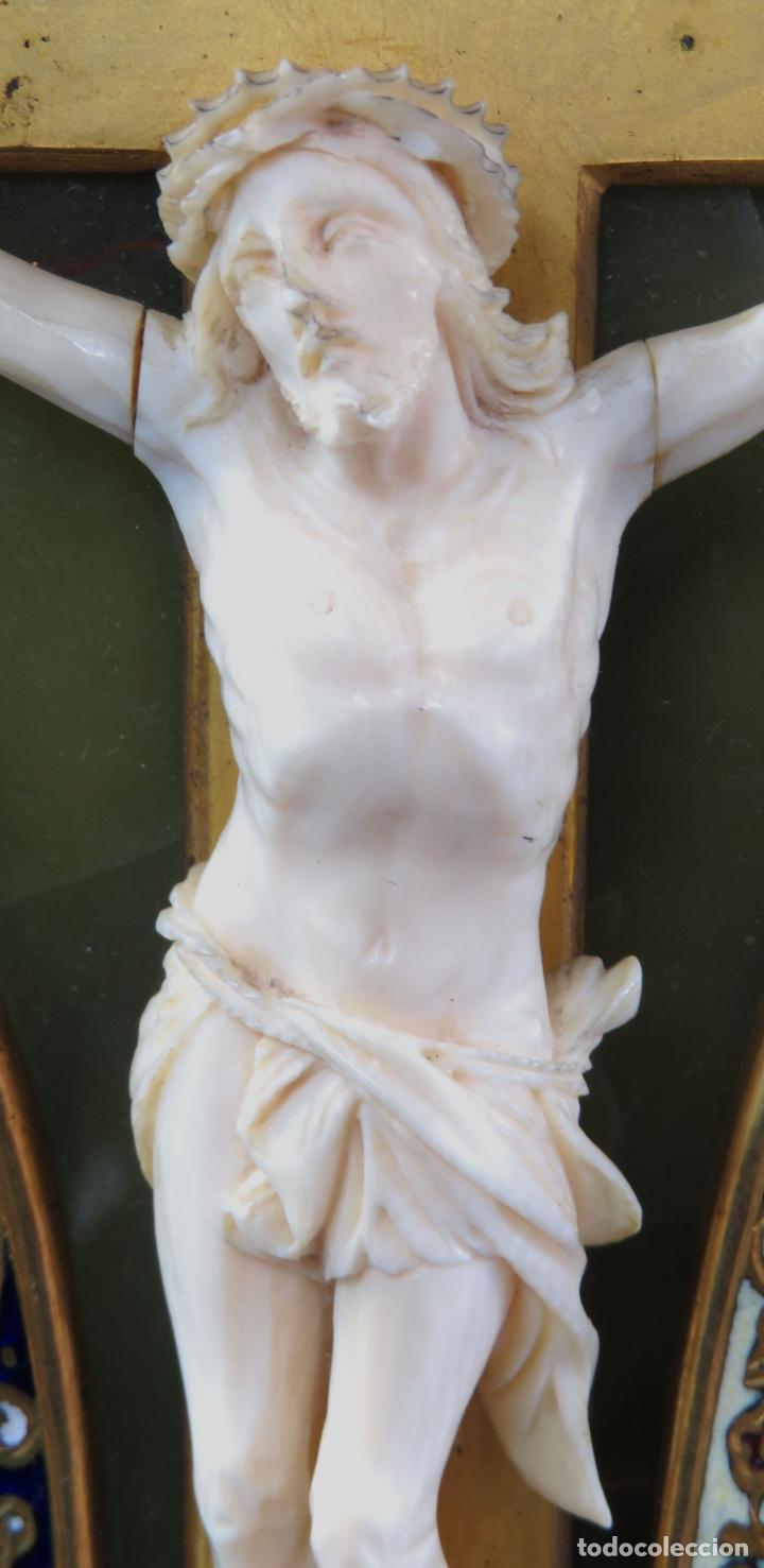 Antigüedades: Benditera de piedra onix con crucifijo en bronce y filos en esmalte cloisonne Francia siglo XIX - Foto 12 - 196189067