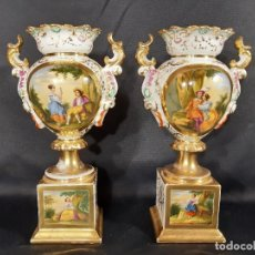 Antigüedades: JARRONES. PORCELANA. VIEJO PARÍS. FRANCIA. SIGLO XIX.. Lote 196249007