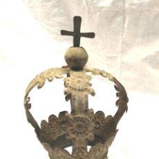 Antigüedades: CORONA PARA VIRGEN O SANTO CORONADO S XIX, PLANCHA REPUJADA POLICROMADA. Lote 196249758