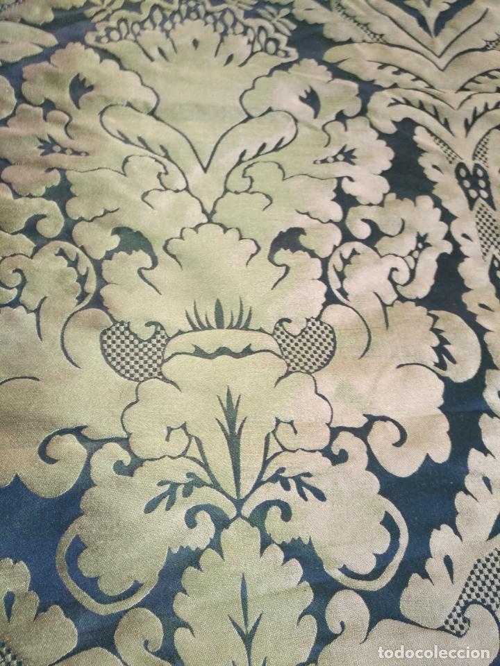 Antigüedades: R1- YA REBAJADO ! brocado NEGRO Y oro viejo balconera colgadura semana santa VIRGEN balcoN 157x95 cm - Foto 2 - 270962863