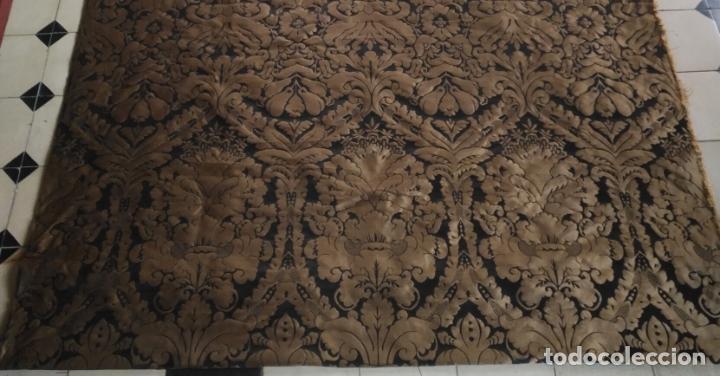 Antigüedades: R1- YA REBAJADO ! brocado NEGRO Y oro viejo balconera colgadura semana santa VIRGEN balcoN 157x95 cm - Foto 3 - 270962863