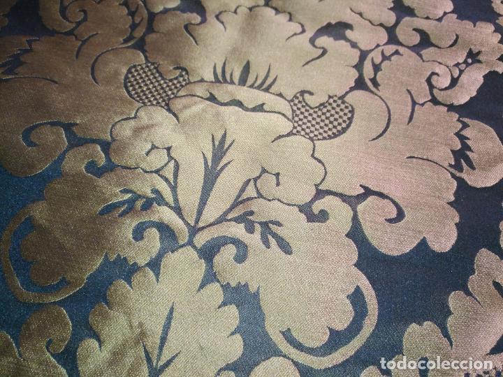 Antigüedades: R1- YA REBAJADO ! brocado NEGRO Y oro viejo balconera colgadura semana santa VIRGEN balcoN 157x95 cm - Foto 6 - 270962863