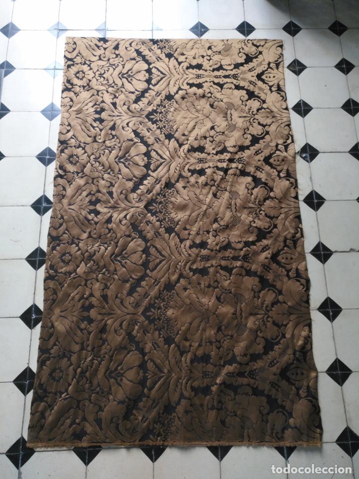 Antigüedades: R1- YA REBAJADO ! brocado NEGRO Y oro viejo balconera colgadura semana santa VIRGEN balcoN 157x95 cm - Foto 7 - 270962863