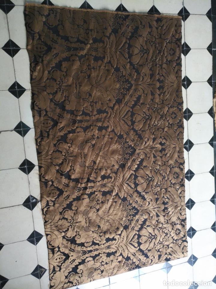 Antigüedades: R1- YA REBAJADO ! brocado NEGRO Y oro viejo balconera colgadura semana santa VIRGEN balcoN 157x95 cm - Foto 8 - 270962863