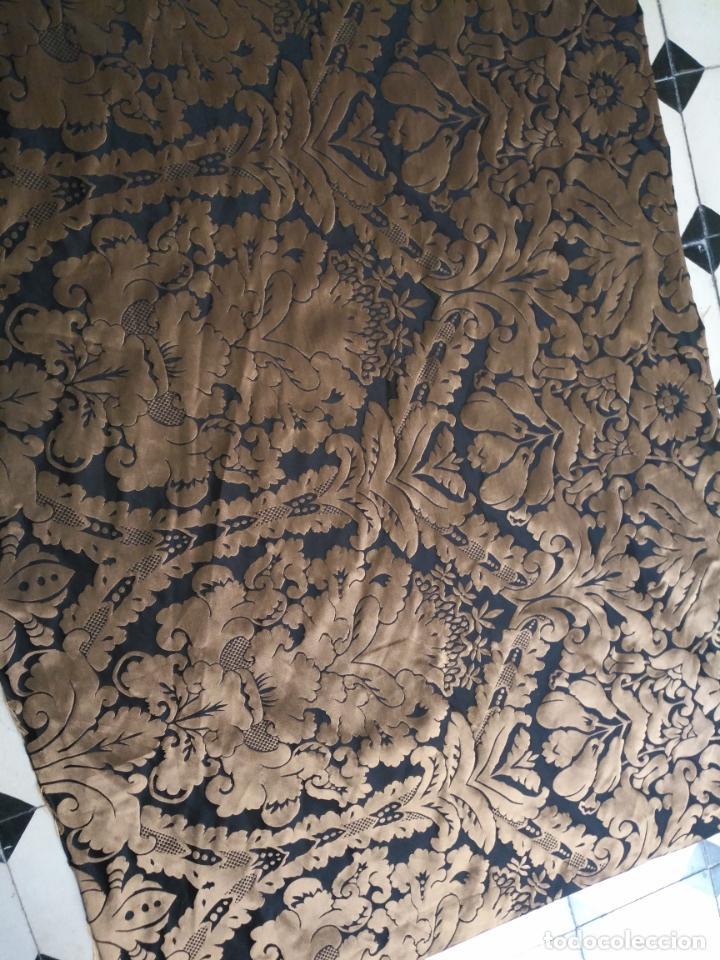Antigüedades: R1- YA REBAJADO ! brocado NEGRO Y oro viejo balconera colgadura semana santa VIRGEN balcoN 157x95 cm - Foto 9 - 270962863
