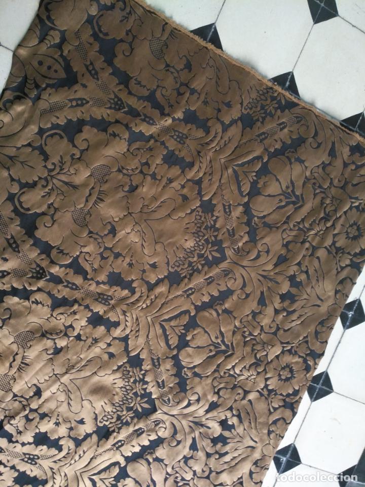 Antigüedades: R1- YA REBAJADO ! brocado NEGRO Y oro viejo balconera colgadura semana santa VIRGEN balcoN 157x95 cm - Foto 10 - 270962863