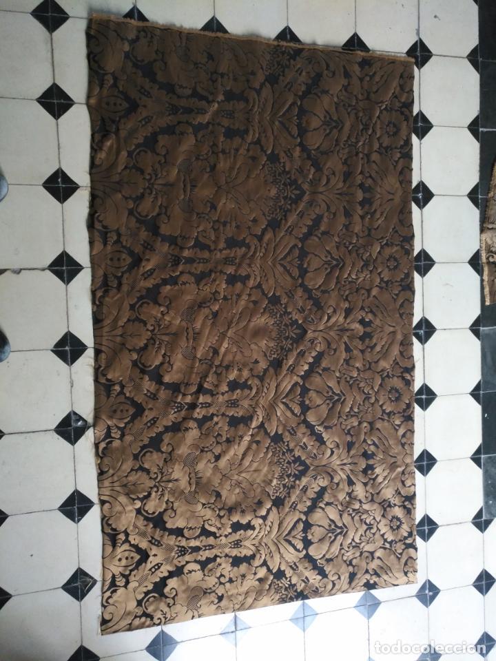 Antigüedades: R1- YA REBAJADO ! brocado NEGRO Y oro viejo balconera colgadura semana santa VIRGEN balcoN 157x95 cm - Foto 11 - 270962863