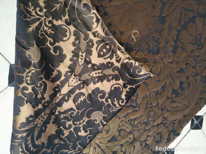 Antigüedades: R1- YA REBAJADO ! brocado NEGRO Y oro viejo balconera colgadura semana santa VIRGEN balcoN 157x95 cm - Foto 14 - 270962863