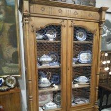 Antigüedades: ANTIGUA VITRINA RESTAURADA.. Lote 196312080