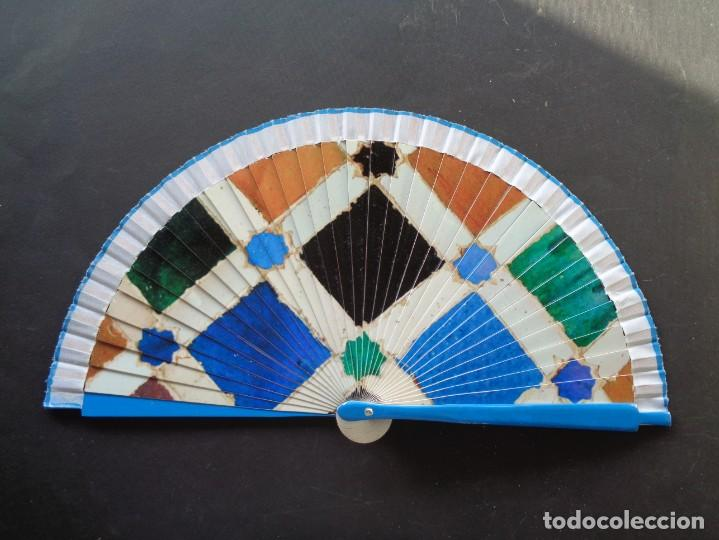 ORIGINAL ABANICO LACADO EN COLORES (Antigüedades - Moda - Abanicos Antiguos)