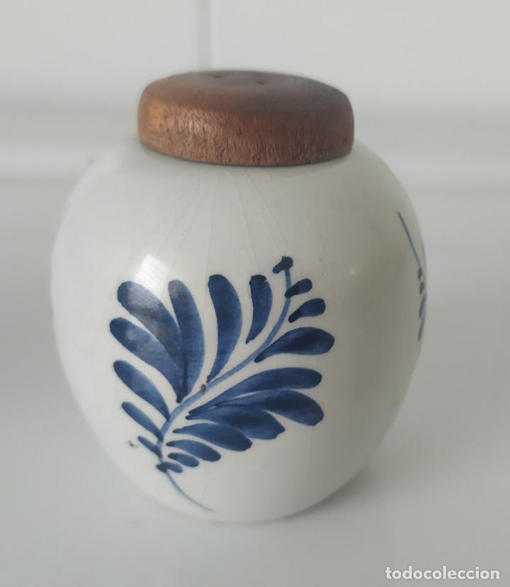 Antigüedades: Pequeños salero y azucarero de porcelana holandesa de Delf. - Foto 6 - 196377428