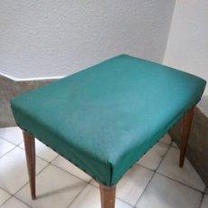 Antigüedades: ANTIGUA BANQUETA O TABURETE VERDE Y MADERA . Lote 196393240
