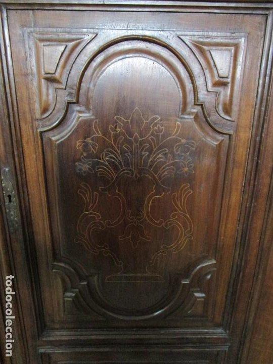 Antigüedades: Precioso Armario Catalán Antiguo - Madera de Nogal y Fina Marquetería - Remate Original - Año 1766 - Foto 7 - 196475810