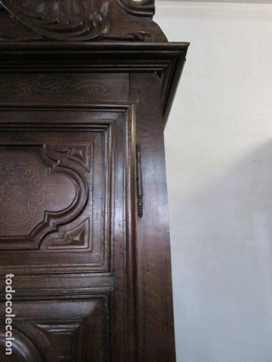 Antigüedades: Precioso Armario Catalán Antiguo - Madera de Nogal y Fina Marquetería - Remate Original - Año 1766 - Foto 10 - 196475810