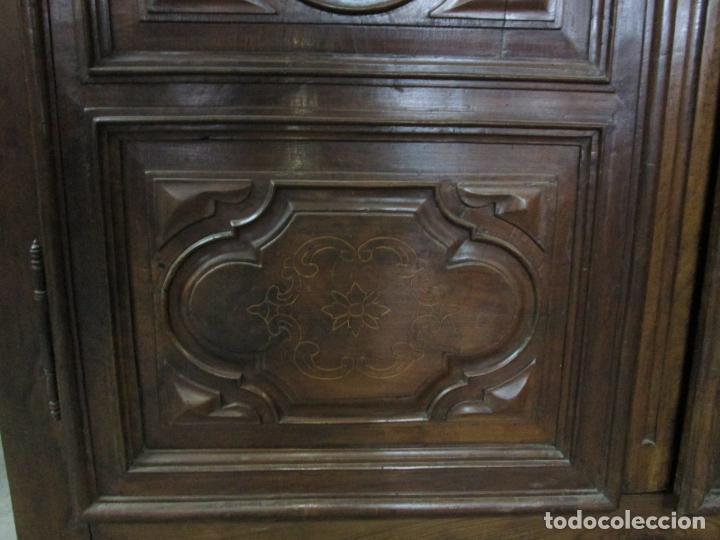 Antigüedades: Precioso Armario Catalán Antiguo - Madera de Nogal y Fina Marquetería - Remate Original - Año 1766 - Foto 11 - 196475810
