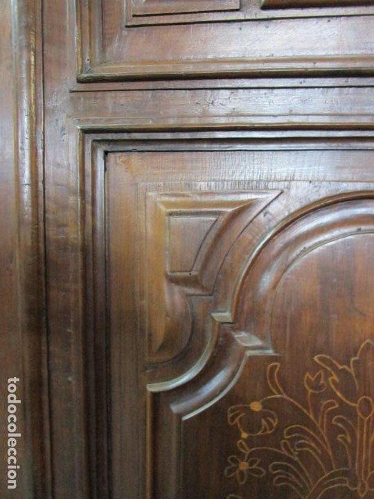 Antigüedades: Precioso Armario Catalán Antiguo - Madera de Nogal y Fina Marquetería - Remate Original - Año 1766 - Foto 12 - 196475810