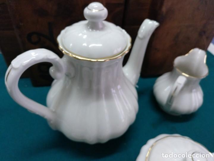 Antigüedades: JUEGO DE CAFÉ, PORCELANA BIDASOA (ESPAÑA) 12 SERVICIOS BLANCO CON HILO DORADO - Foto 3 - 196486500