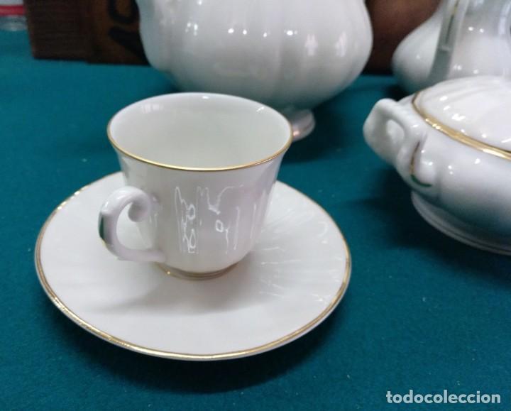 Antigüedades: JUEGO DE CAFÉ, PORCELANA BIDASOA (ESPAÑA) 12 SERVICIOS BLANCO CON HILO DORADO - Foto 4 - 196486500