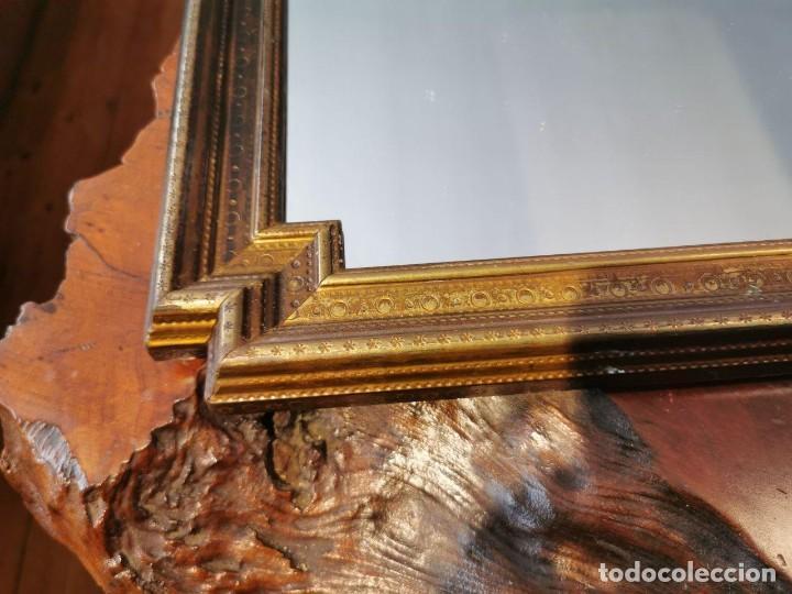 Antigüedades: PRECIOSO ESPEJO ANTIGUO CON MARCO DE MADERA CHAPADO DE LATÓN, 42cm. x 57cm. - Foto 4 - 196520028