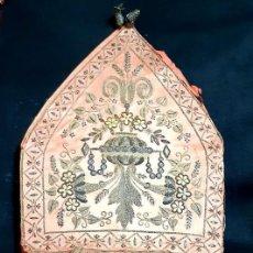 Antigüedades: MITRA EPISCOPAL PASAMANERÍA ORO SIGLO XIX. Lote 196544857