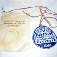 Antigüedades: LUGO MEDALLON SARGADELOS - FRONTIS CONSISTORIO DE LUGO - VII REUNION SOCIEDADES DE CARDIOLOGIA 1986. Lote 196561873