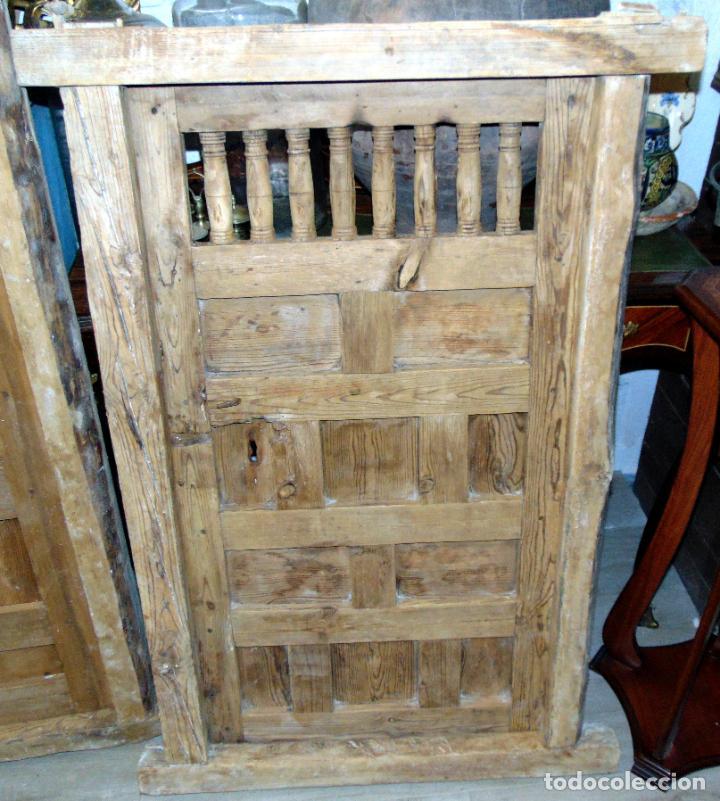 Antigüedades: puerta de alacena con marco, siglo XVIII, DECAPADA SIN BARNICES NI CERAS, LISTA PARA COLOCAR - Foto 3 - 196567593
