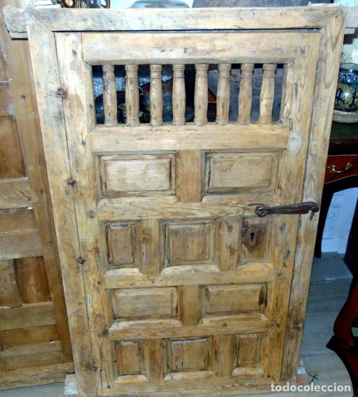 Antigüedades: puerta de alacena con marco, siglo XVIII, DECAPADA SIN BARNICES NI CERAS, LISTA PARA COLOCAR - Foto 5 - 196567593