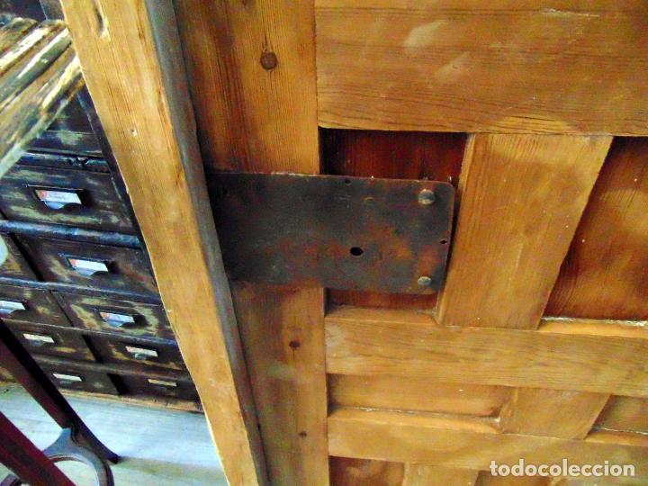 Antigüedades: puerta de alacena con marco, siglo XVIII, DECAPADA SIN BARNICES NI CERAS, LISTA PARA COLOCAR - Foto 6 - 196567593