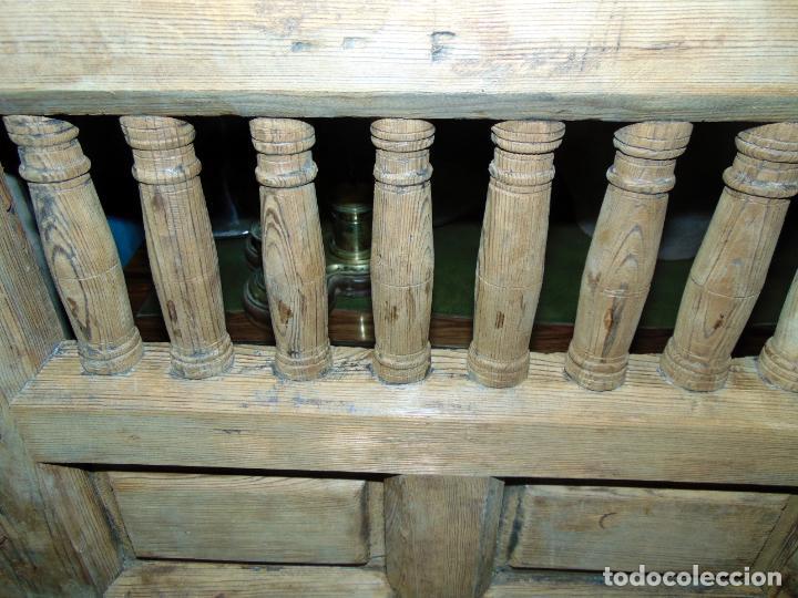 Antigüedades: puerta de alacena con marco, siglo XVIII, DECAPADA SIN BARNICES NI CERAS, LISTA PARA COLOCAR - Foto 8 - 196567593