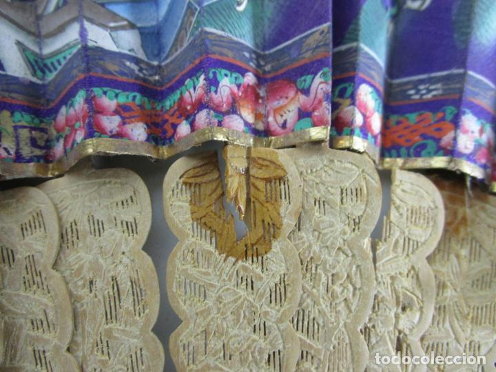 Antigüedades: Antiguo Abanico de las Mil Caras - Canton, China - Caras Marfil, Vestidos de Seda - con Caja - Foto 9 - 196640693