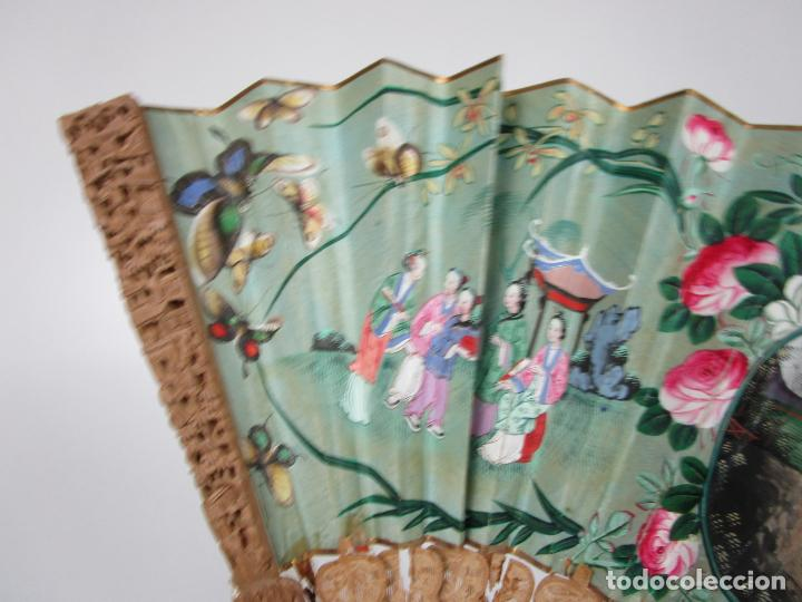 Antigüedades: Antiguo Abanico de las Mil Caras - Canton, China - Caras Marfil, Vestidos de Seda - con Caja - Foto 12 - 196640693