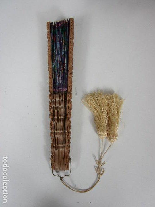 Antigüedades: Antiguo Abanico de las Mil Caras - Canton, China - Caras Marfil, Vestidos de Seda - con Caja - Foto 20 - 196640693