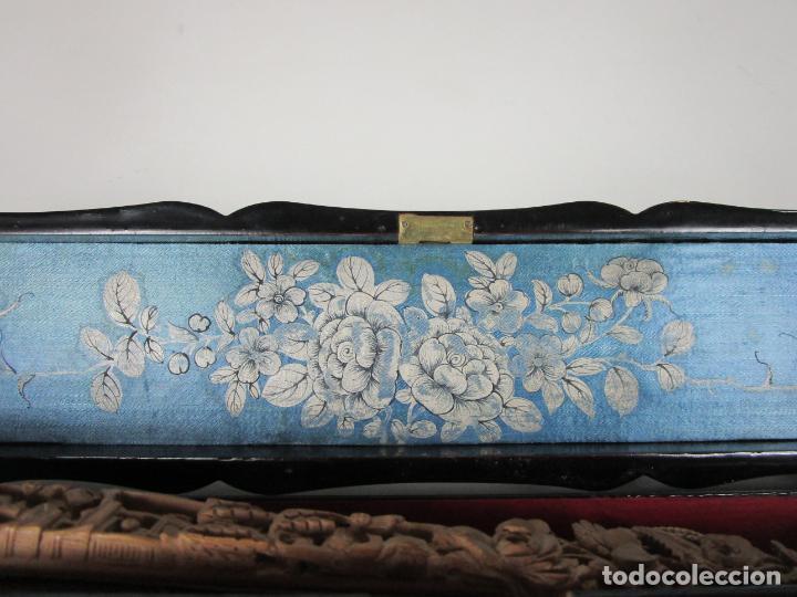 Antigüedades: Antiguo Abanico de las Mil Caras - Canton, China - Caras Marfil, Vestidos de Seda - con Caja - Foto 27 - 196640693