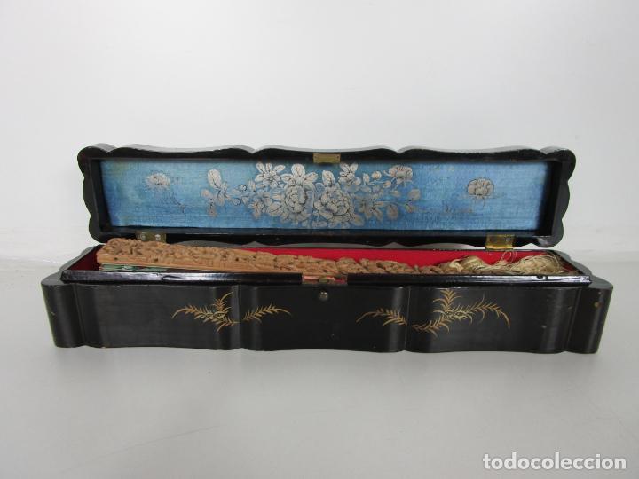 Antigüedades: Antiguo Abanico de las Mil Caras - Canton, China - Caras Marfil, Vestidos de Seda - con Caja - Foto 28 - 196640693