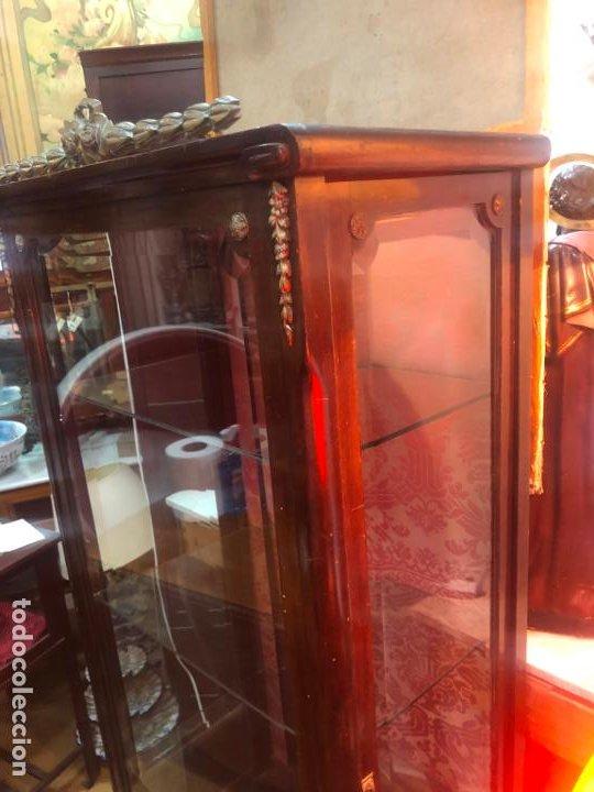 Antigüedades: ANTIGUA VITRINA HORNACINA DE MADERA Y REMATES EN BRONCE - MEDIDA TOTAL 172X70X42 CM - Foto 3 - 196650068