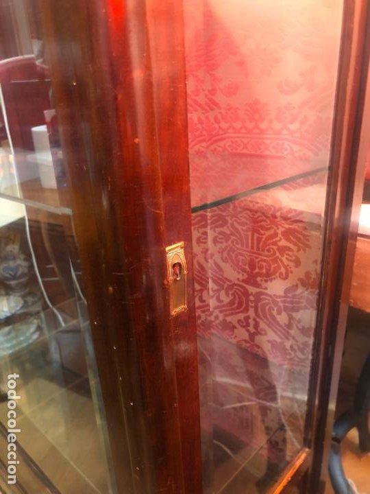 Antigüedades: ANTIGUA VITRINA HORNACINA DE MADERA Y REMATES EN BRONCE - MEDIDA TOTAL 172X70X42 CM - Foto 4 - 196650068