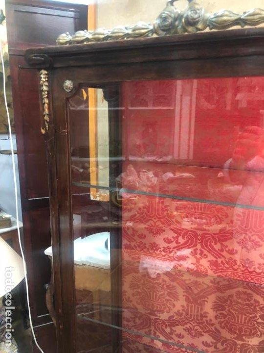 Antigüedades: ANTIGUA VITRINA HORNACINA DE MADERA Y REMATES EN BRONCE - MEDIDA TOTAL 172X70X42 CM - Foto 5 - 196650068